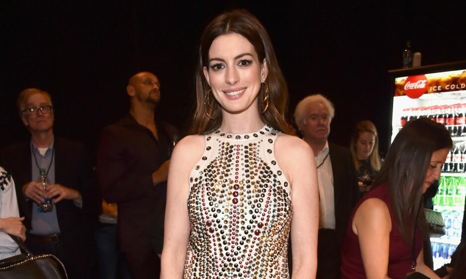 FØLTE SEG PRESSET: Skuespiller Anne Hathaway valgte å forklare hvorfor hun hadde gått opp i vekt før noen skulle påpeke det og spekulere på om hun er gravid. Her er hun i Las Vegas i april. Foto: NTB Scanpix