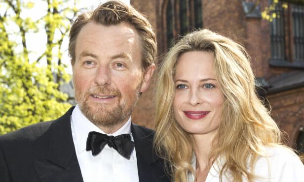 LYKKE: Fredrik Skavlan med Maria Bonnevie fotografert i Jenny Skavlan, hans nieses, bryllup i april 2014. Foto: Andreas Fadum / Se og Hør