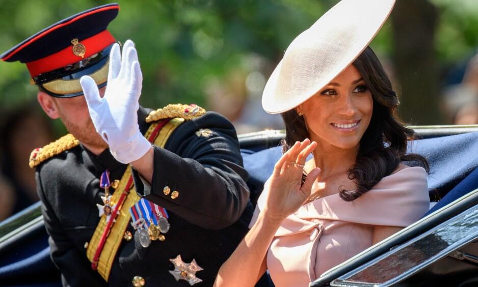 TILBAKE FRA BRYLLUPSREISE: Det nygifte hertugparet av Sussex viste seg sammen i London i dag. Det har ikke gått ubemerket hen. Foto: NTB Scanpix