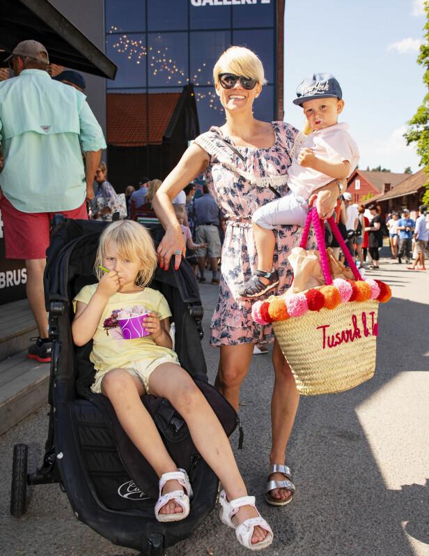 GODT SELSKAP: Else storkoste seg med venninnen Sigrid Bonde Tusvik og hennes barn, Jenny og Jens. Foto: Tor Lindseth / Se og Hør