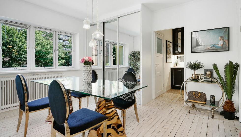 SJEKK BORDET: Spisebordet bloggeren har plassert i spisestuen har to store gullbein. Foto: Carsten Müller / ZOVENFRA
