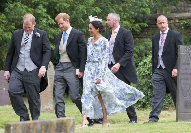 FOR STOR?: Flere påpeker at Meghans kjole ser noe for stor ut for henne. Foto: NTB Scanpix
