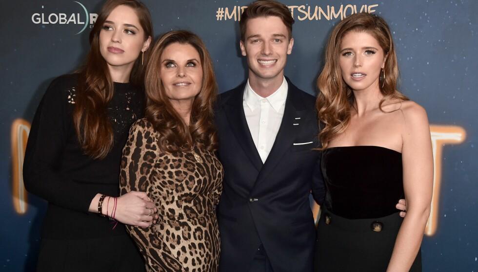 SAMMENSVEISET: Fra venstre: Christina Schwarzenegger, Maria Shriver, Patrick Schwarzenegger og Katherine Schwarzenegger avbildet sammen i mars i år. Foto: NTB Scanpix