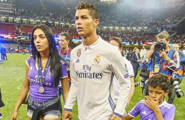 <strong>KJÆRESTER:</strong> Ronaldo med kjæresten Georgina Rodríguez og hans sønn Cristiano Ronaldo Jr i fjor. Foto: NTB Scanpix