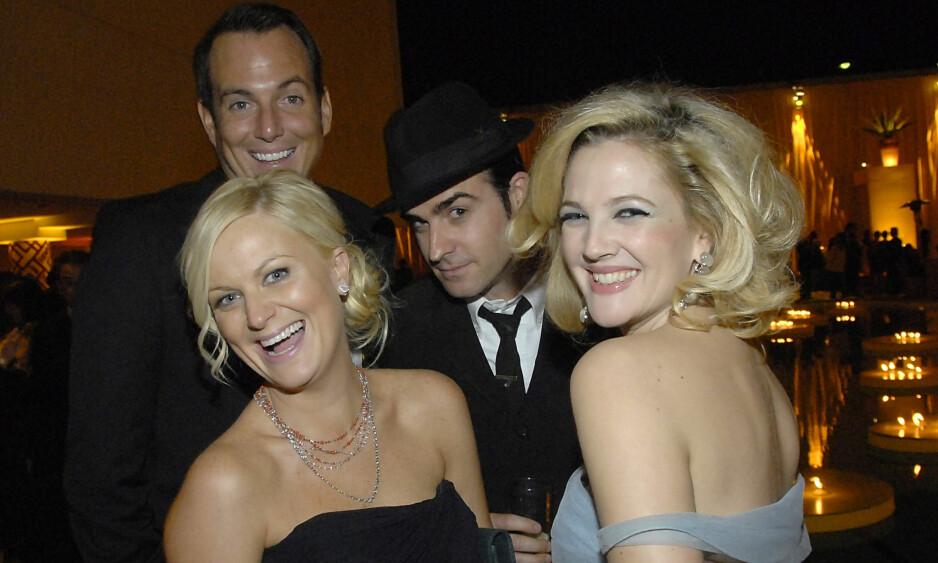 <strong>TOK HEVN:</strong> Skuespiller Drew Barrymore røpet en godt bevart hemmelighet da hun gjestet «Jimmy Kimmel Live!» sist uke. Her med Amy Poehler, Will Arnett og Justin Theroux på Golden Globe-etterfest i 2009. Foto: AP/ NTB Scanpix