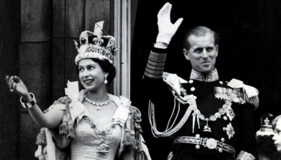 KRONET: Dronning Elizabeth og prins Philip på dronningens kroningsdag i 1952. Foto: NTB Scanpix