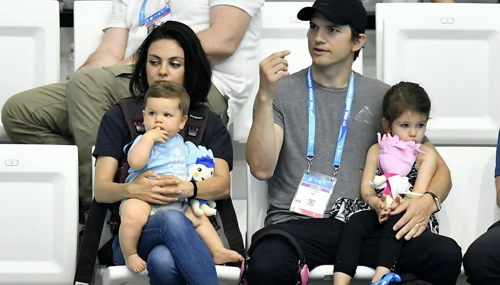STRENGE: Mila Kunis og Ashton Kutcher er opptatt av at sønnen Dimitri og datteren Wyatt skal kjenne verdien av penger og ikke bli kravstore. Foto: NTB Scanpix