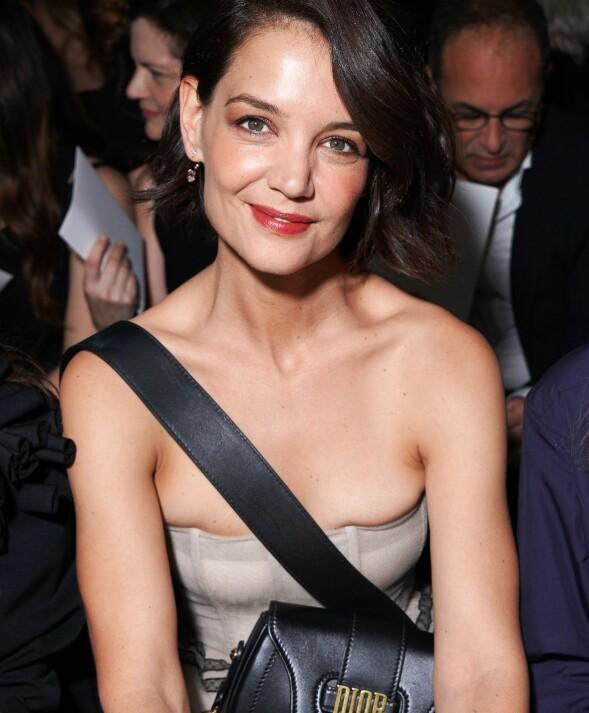 PÅ FØRSTE RAD: Hollywood-stjernen koste seg på Dior-visningen, som hun selvsagt fulgte fra første rad. Foto: Swan Gallet/WWD/REX/Shutterstock/ NTB scanpix