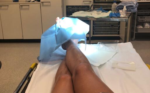 MÅTTE SY: Kathrine Sørland fikk sting, bandasje og krykker i «sommergave». Foto: Privat