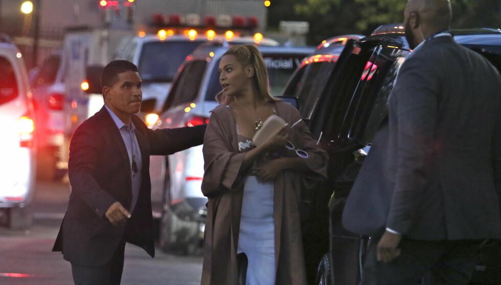 SYKEHUS: Beyoncé måtte denne uken ta med sønnen Sir til sykehuset da han brått ble syk i Tyskland. Foto: Splash News/ NTB scanpix