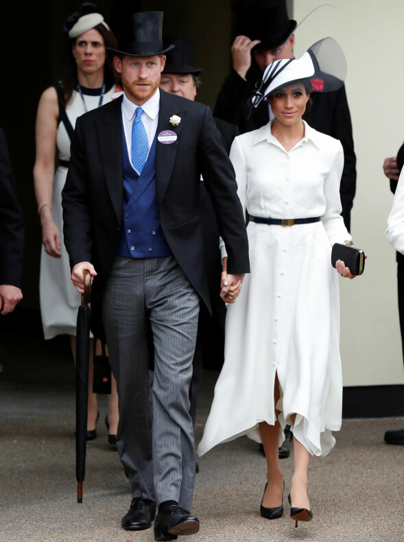 OGSÅ HÅND I HÅND: Da prins Harry og hertuginne Meghan deltok på Royal Ascot for et par uker siden, ble de også avbildet mens de holdt hender. Foto: Reuters/ NTB scanpix