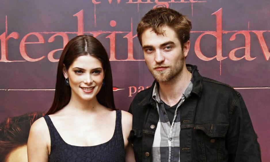 GIFTET SEG: Fredag giftet «Twilight»-stjernen Ashley Greene seg med drømmemannen Paul Khoury. Her sammen med skuespillerkollega Robert Pattinson under premieren på «Breaking dawn». Robert var også tilstede under bryllupet. Foto: NTB Scanpix