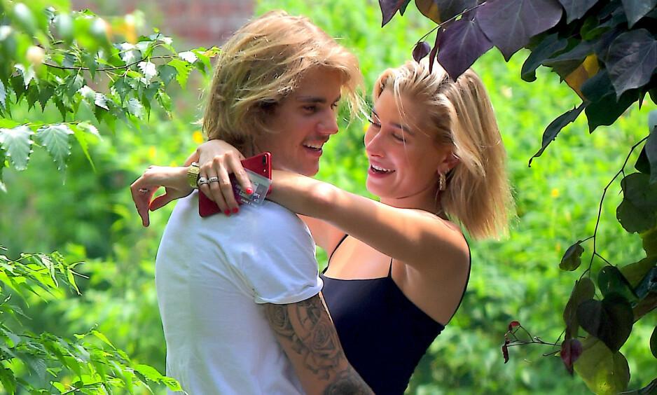 GIFTER SEG: Justin Bieber skal angivelig ha fridd til Hailey Baldwin lørdag kveld på en restaurant på Bahamas. Hun skal ha svart ja på sjarmørens forslag. Foto: NTB scanpix