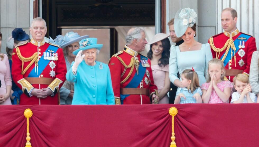 <strong>IKKE TIL STEDE:</strong> Prins Philip har trukket seg tilbake den siste tiden, og var ikke engang å se på slottsbalkongen under Trooping the Colour-seremonien for en måned siden. Foto: REX/Shutterstock/ NTB scanpix