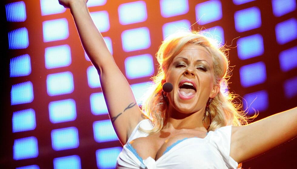 POPSTJERNE: Lene Alexandra framfører låta «My boobs are ok» under VG-Lista-konserten på Rådhusplassen i 2007. Mye har skjedd siden den gang. Foto: NTB Scanpix