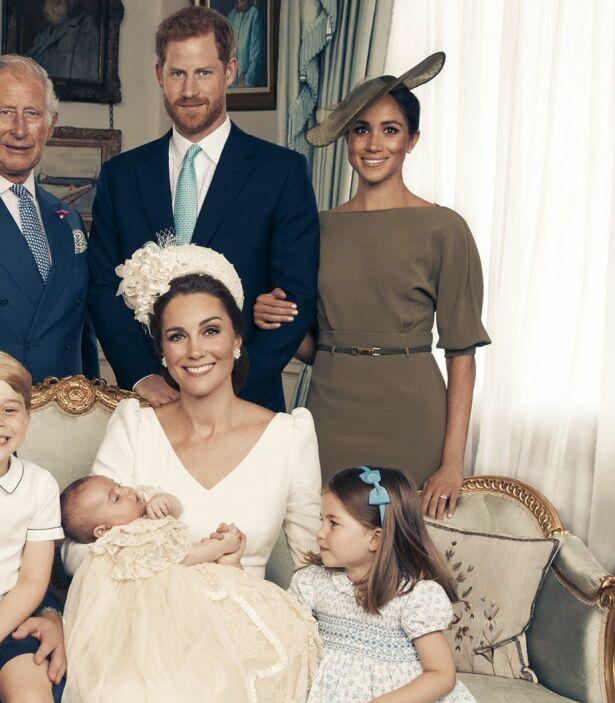 REAGERER: Flere går hardt til verks når de kommenterer hertuginne Meghans fremtoning på bildet. Spesielt blir det kritisert at hun holder et godt grep om ektemannen. Foto: Matt Holyoak/Camera Press/AP/ NTB scanpix