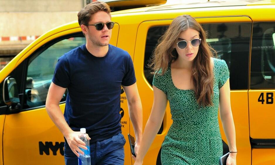 NYTT PAR?: Hailee Steinfeld og Niall Horan ble sett hånd i hånd da de kom ut fra et hotell sammen i New York. Foto: NTB Scanpix