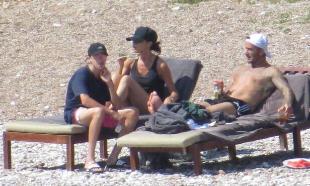 FAMILIE: Romeo Beckham,Victoria Beckham og David Beckham soler seg på ferie. Foto: NTB Scanpix