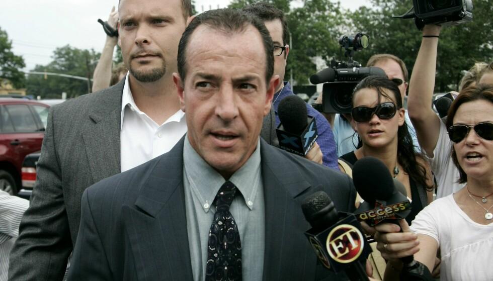 PRIVAT SAMTALE: Michael Lohan, her på vei inn i et rettslokale i 2007, lekket i 2009 et lydopptak fra en telefonsamtale med datteren. Da så hun rødt.  Foto: AP / Ed Betz