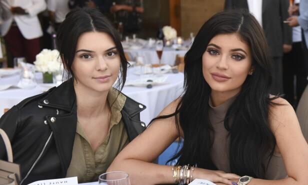 LEKTE: Kylie lekte gjemsel med søsteren Kendall da hun skadet seg. Foto: NTB Scanpix