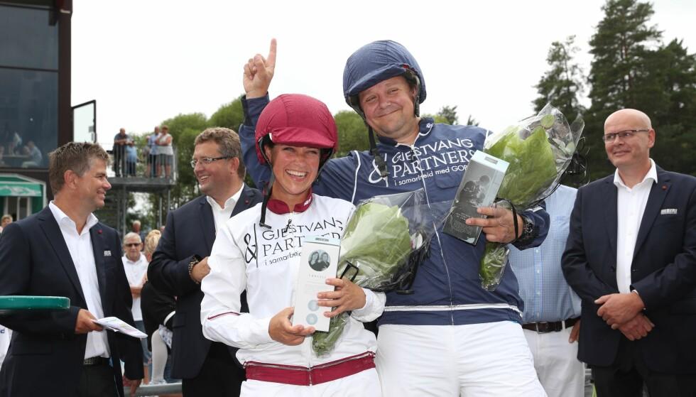 TAPTE: Märtha Louise tapte mot Geir Kamsvåg i sitt første hesteløp, men er fremdeles like blid. Foto: Andreas Fadum / Se og Hør