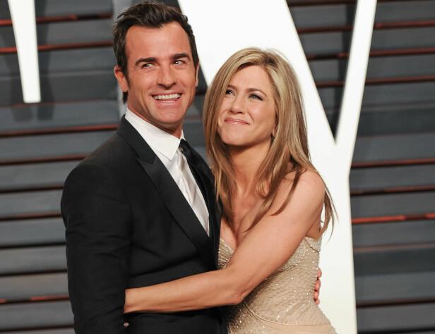 NYSKILT: Etter fire år som kjærester giftet Justin Theroux og Jennifer Aniston seg i 2015. I februar annonserte de at de går hver til sitt. Her var de sammen på kort tid etter bryllupet på Vanity Fairs Oscar-fest i 2015. Foto: SipaUSA