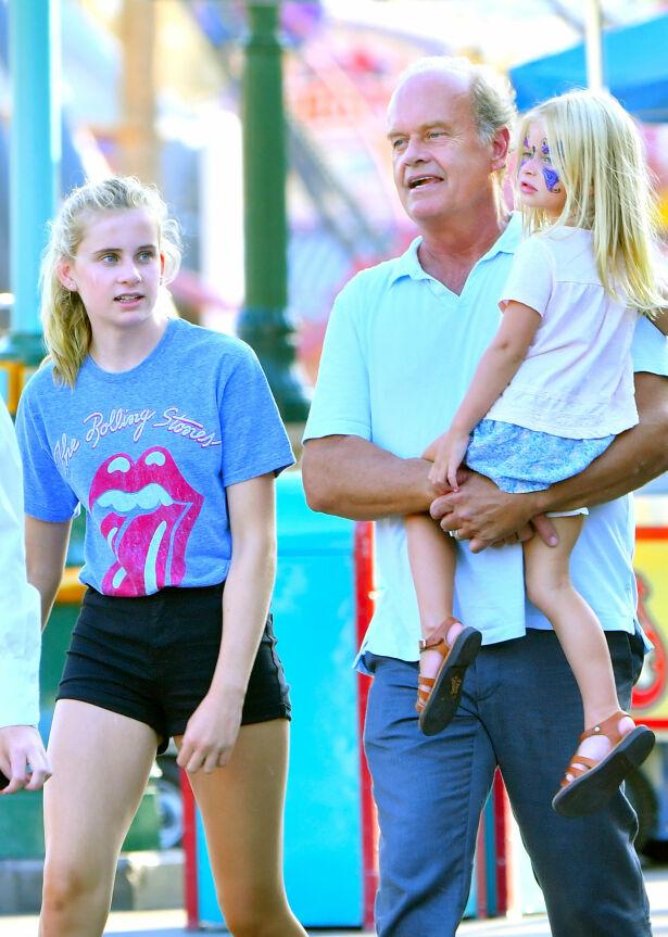 MANGE BARN: Kelsey og to av døtrene sine i Disney Land. Foto: NTB Scanpix
