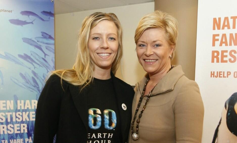 SØSTRE: Nina Jensen (t.v) har et nært forhold til storesøsteren Siv Jensen. Bildet er fra 2009. Foto: NTB Scanpix.