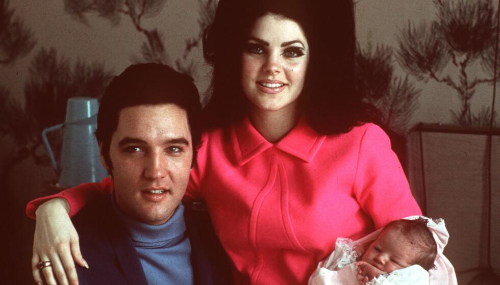 <strong>BERØMTE FORELDRE:</strong> Lisa Marie Presley er datteren til avdøde Elvis Presley og Priscilla Presley. Her er den lille familien avbildet på sykehuset bare noen dager etter at hun ble født. Foto: NTB scanpix