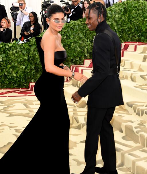 <strong>I MAI 2018:</strong> Kylie Jenner og Travis Scott gjorde sin rød løper-debut på MET-gallaen i fjor. Foto: NTB scanpix