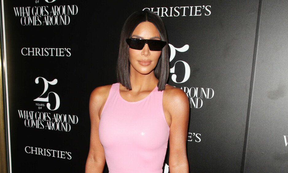 SLAKTES: Kim Kardashian West slaktes for antrekket hun hadde på tidligere denne uken, og det er ikke bare én ting fansen har bitt seg merke i. Foto: NTB Scanpix