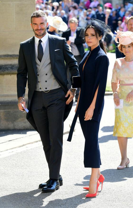 STJERNEPAR: David og Victoria kledde seg i helsort i bryllupet til Meghan og Harry. Foto: NTB Scanpix