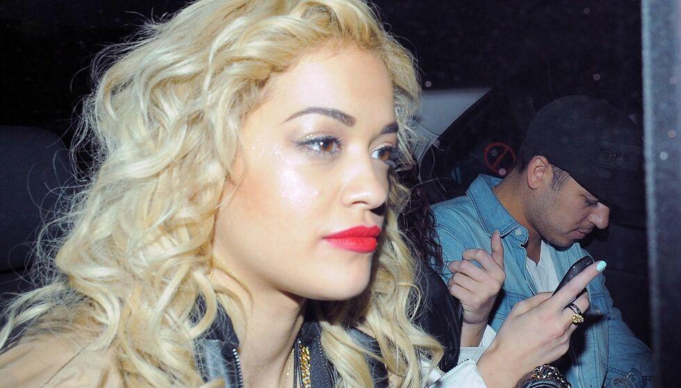 PROFILERT PAR: For flere år siden datet Rita Ora reality-stjernen Rob Kardashian (bak t.h.). Foto: All Over Press