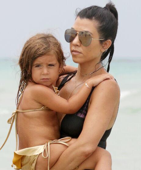 - IKKE GJØR SOM STORESØSTER: Kourtney Kardashian har ved flere anledninger latt Penelope ha på bikini. Her fra de var på ferie i 2016. Det var ikke Kanye West imponert over. Foto: NTB Scanpix