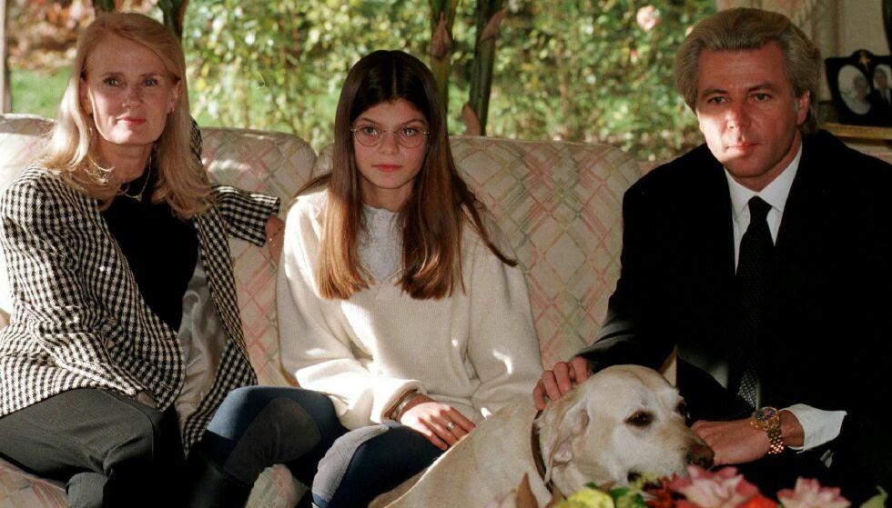 GIFTET SEG MED ELSKERINNEN: Faren til Athina, Thierry Roussel (t.h.), giftet seg i 1990 med svenske Marianne «Gaby» Landhage (t.v.). Her er de tre avbildet sammen i 1997. Thierry og Marianne er fortsatt gift, og de har tre barn sammen. Foto: Reuters/ NTB scanpix