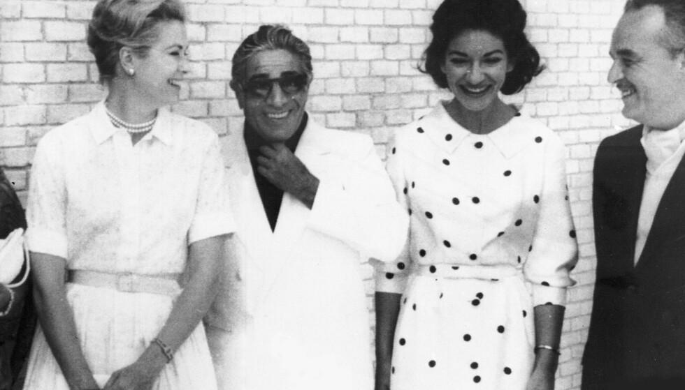 I CELEBERT SELSKAP: Aristoteles Onassis og Maria Callas (midten) avbildet sammen med prinsesse Grace av Monaco (t.v.) og prins Rainier III av Monaco (t.h.) i Palma de Mallorca i 1961. Foto: AP/ NTB scanpix