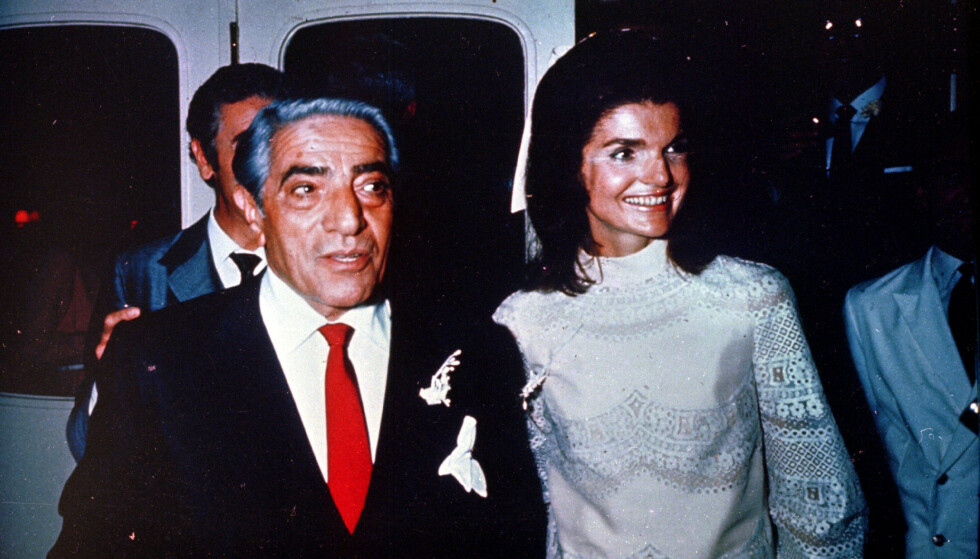 ALT GIKK GALT: Aristoteles Onassis og kona Jaqueline «Jackie» Onassis hadde ikke et særlig lykkelig ekteskap. Omtrent samtidig som de to giftet seg, ble Onassis-familiens lykke erstattet av en endeløs rekke tragedier. Foto: NTB scanpix