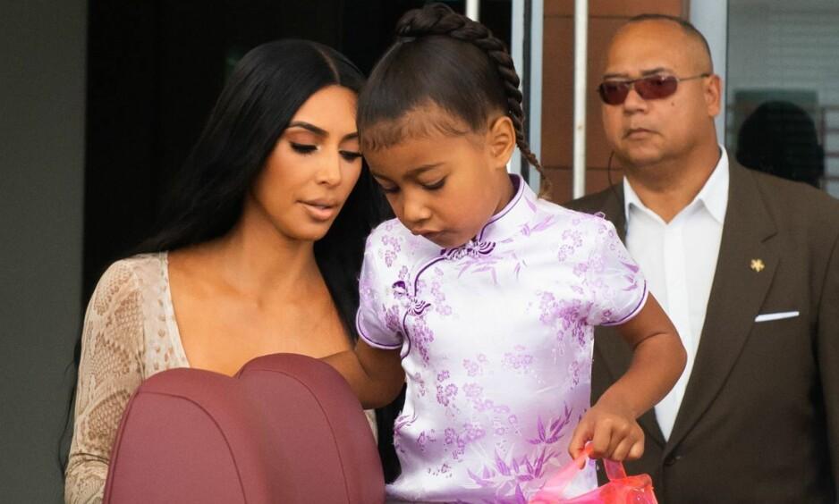 KRITIKK: Flere mener Kim Kardashian Wests nye bilde av datteren North er svært upassende. Nå stormer det i kommentarfeltet. Foto: NTB Scanpix