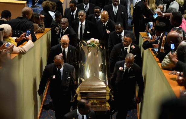 SISTE REIS: Fredag ble souldronningen Aretha Franklin stedt til hvile. Foto: NTB Scanpix