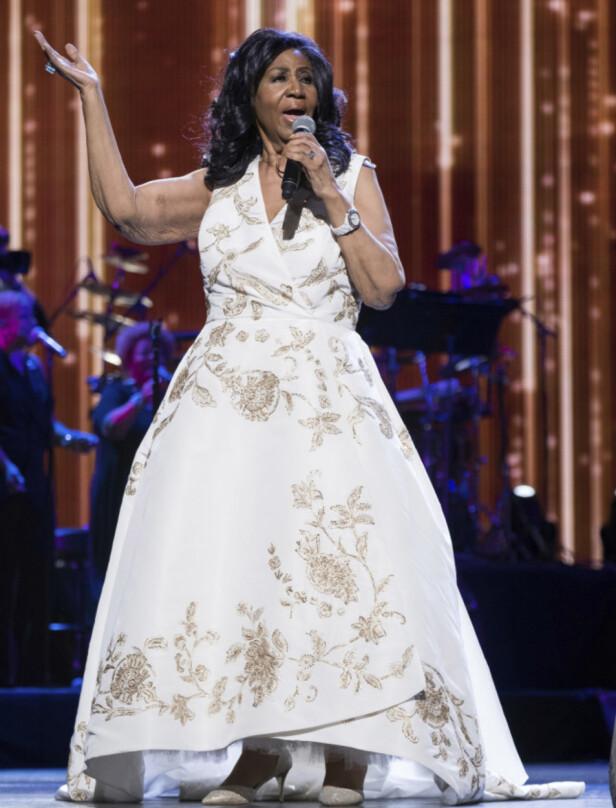 STOR KARRIERE: Aretha Franklin har hatt en enorm musikk-karriere, hvor hun blant annet har solgt mer en 75 millioner album. Her opptrer hun i New York i april 2017. Foto: INVISION/ NTB Scanpix