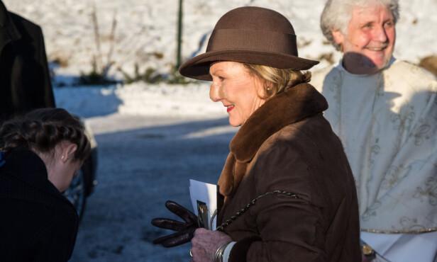 SOLSKADE: I julen 2014 hadde dronningen også plaster på nesen. Den gang skyldtes det behandling av en solskade. Foto: Audun Braastad, NTB Scanpix