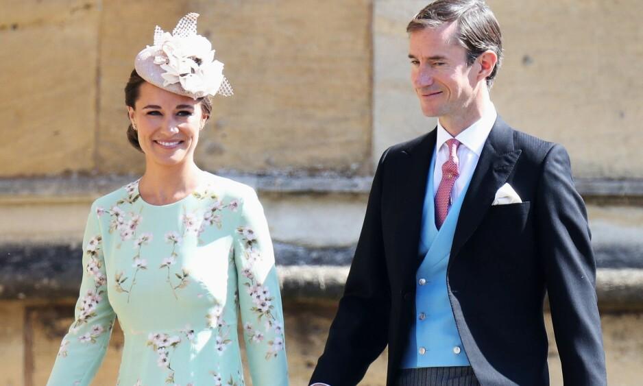 TANTE OG ONKEL: Pippa Middleton har allerede tre kongelige tantebarn. Nå er hun og ektemannen James Matthews (t.h.) blitt tante og onkel på ny. Her avbildet i bryllupet til prins Harry og hertuginne Meghan i mai. Foto: NTB scanpix