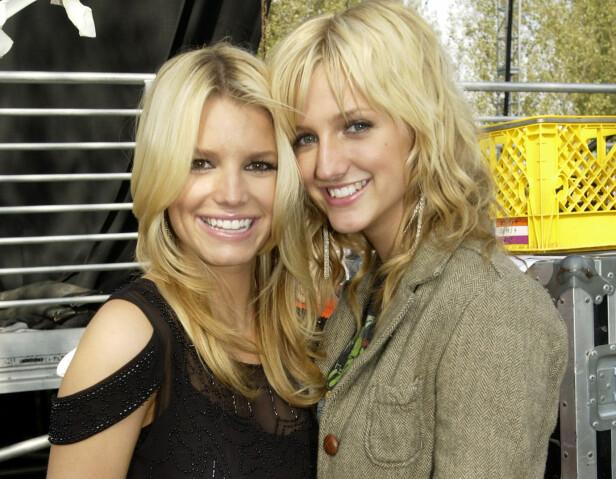 POPULARITETSKONKURRANSE: Jessica og Ashlee Simpson var et av de mest berømte søskenparene på midten av 2000-tallet. Likevel er duoen alltid blitt sammenliknet med hverandre, der førstnevnte i stor grad har stjålet rampelyset. Foto: NTB Scanpix