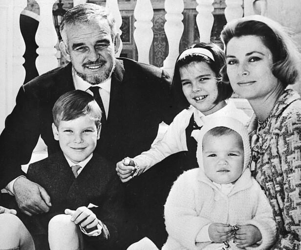 FAMILIEIDYLL: Fyrst Rainier III og kona Grace Kelly fikk tre barn sammen. Hun ble bare 52 år. Foto: NTB