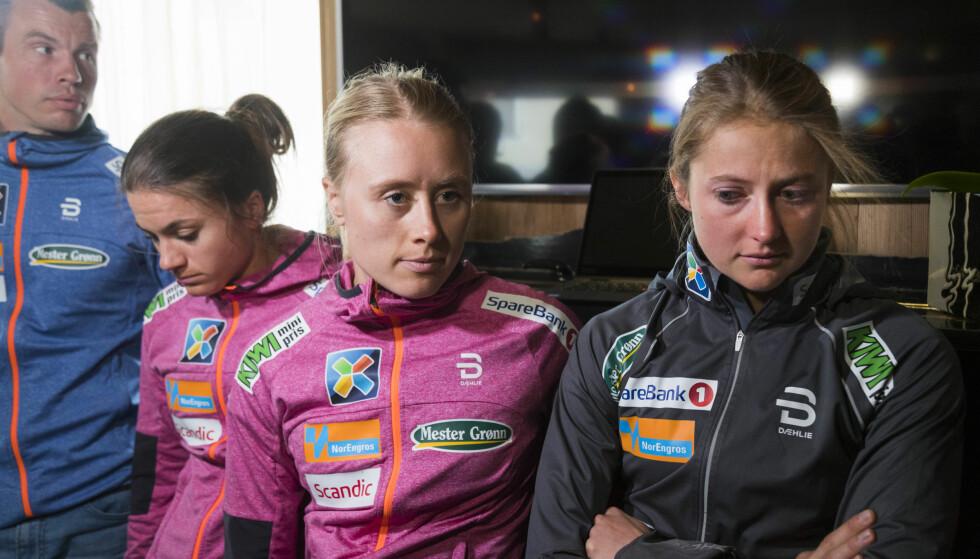I SORG: Heidi Weng, Ragnhild Haga og Ingvild Flugstad Østberg var tydelig berørte da de kommenterte Ida Eides dødsfall under en pressekonferanse i Livigno. Foto: Heiko Junge / NTB Scanpix