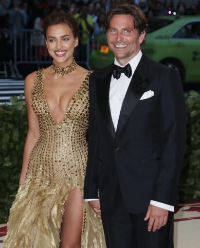 STJERNEPAR: Irina Shayk og Bradley Cooper er et svært profilert par i Hollywood. Likevel viser de seg sjelden sammen. Her gjorde de et unntak under Met-gallaen i starten av mai. Foto: NTB scanpix