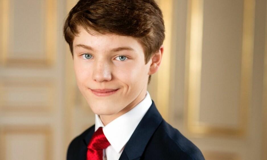 NY EPOKE: Prins Felix av Danmark har fylt 16 år og har begynt på videregående. Han går en spennende tid i møte, men mangler én spesiell ting ... Foto: Det danske kongehuset
