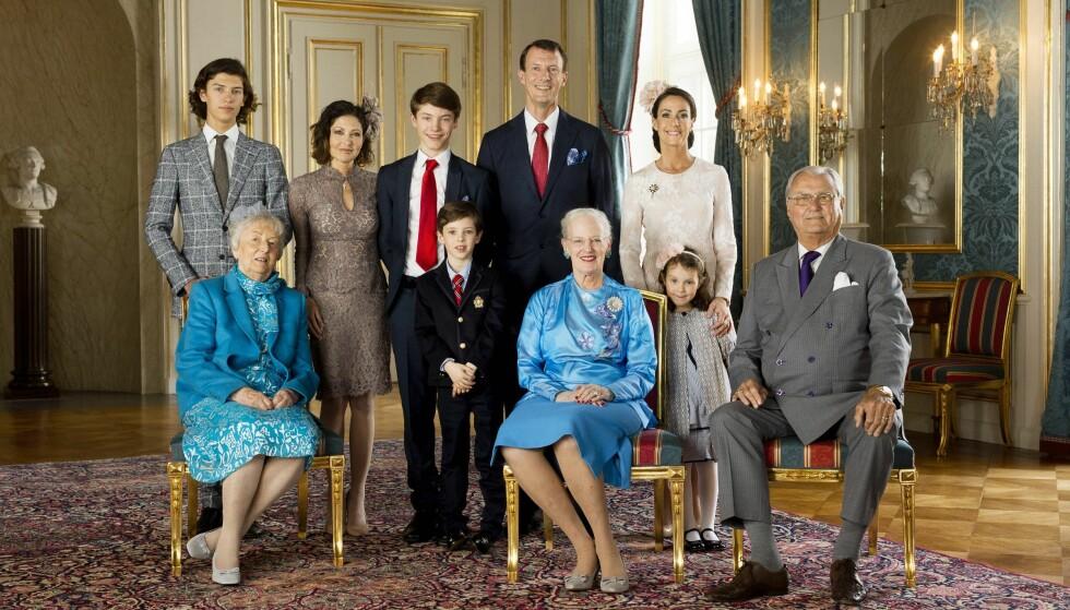 FAMILIEBILDE: I forbindelse med konfirmasjonen til Prins Felix i 2017 ble det tatt et nytt offisielt bilde av kongefamilien i Danmark. Foto: Det danske kongehuset