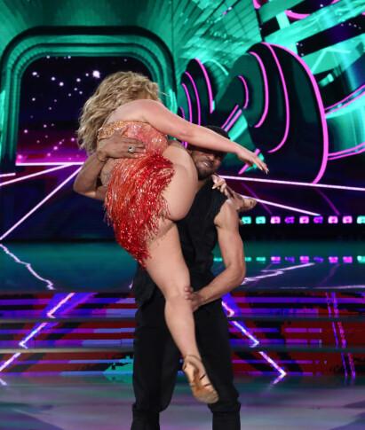 UHELDIG: Bildene av Anastacias opptreden i italienske «Skal vi danse» spredte seg som ild i tørt gress på internett. Foto: NTB Scanpix