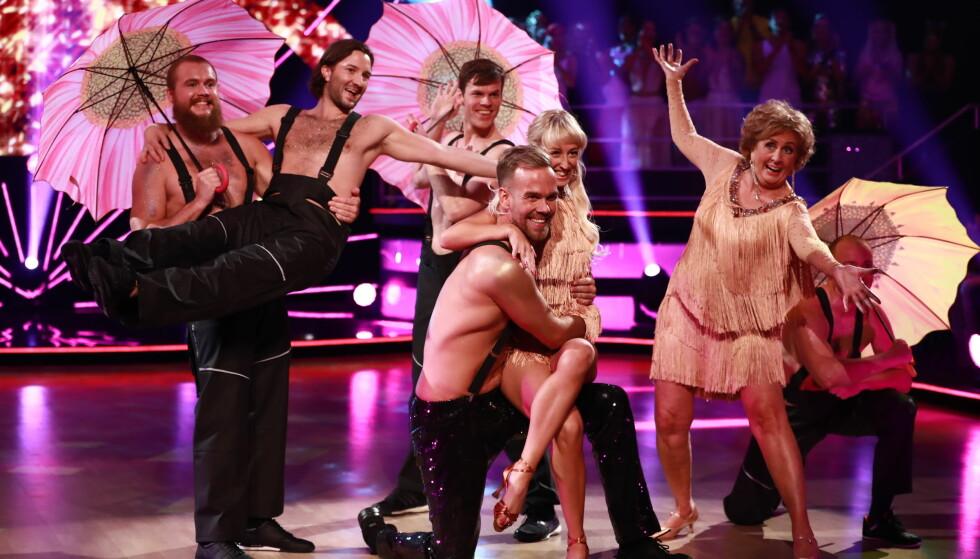 TILBAKE PÅ PARKETTEN: Trude Drevland fikk lørdag kveld danse med Morten Hegseth, May Mentzoni og Glenn Jensen. Foto: TV 2